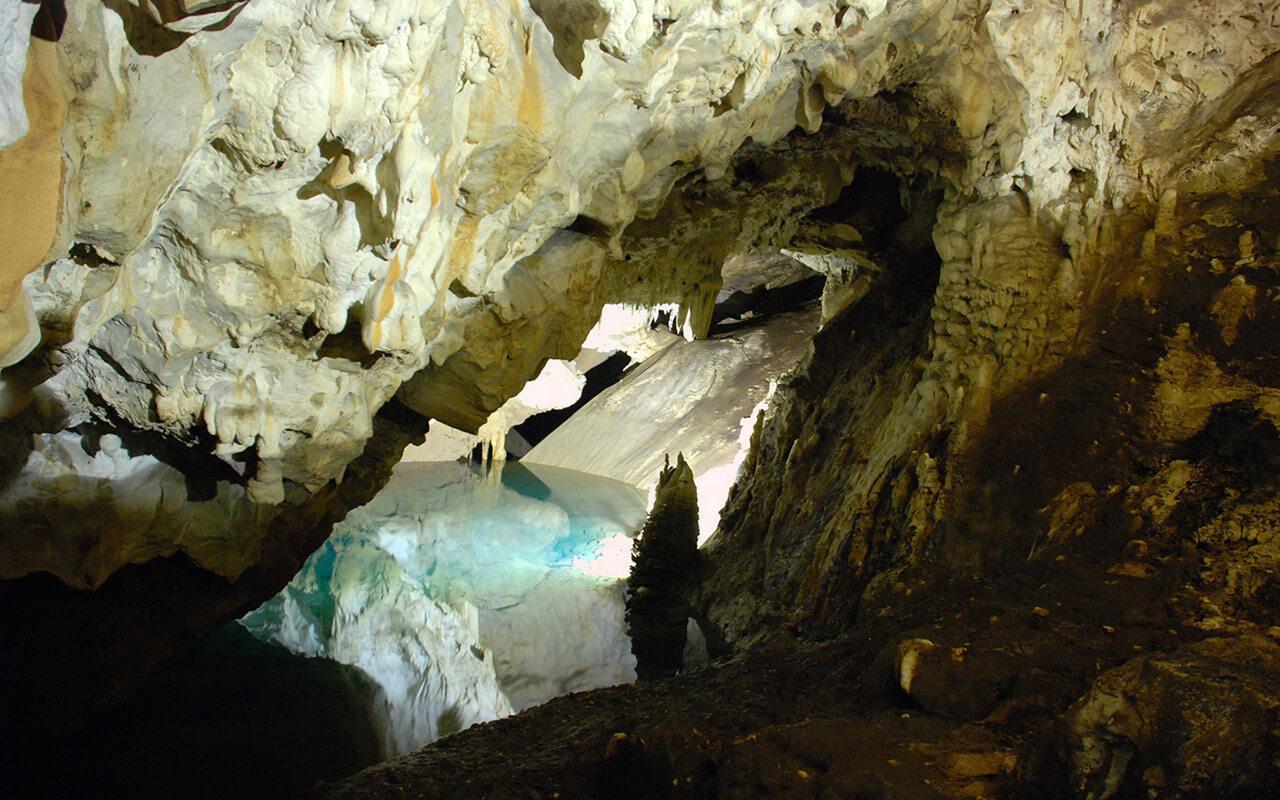 Makedonya Vrelo Mağarası